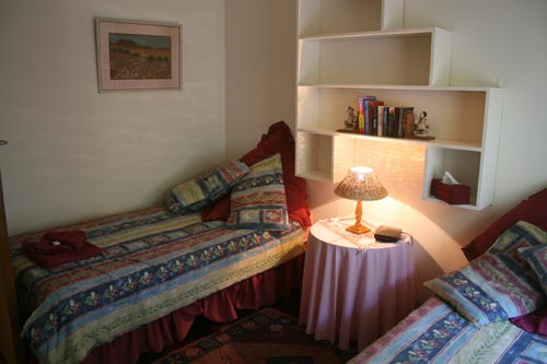 Guest House B&B or Self Catering: Pretoria Eye Inst.  (Oorkant Loftus - Room)